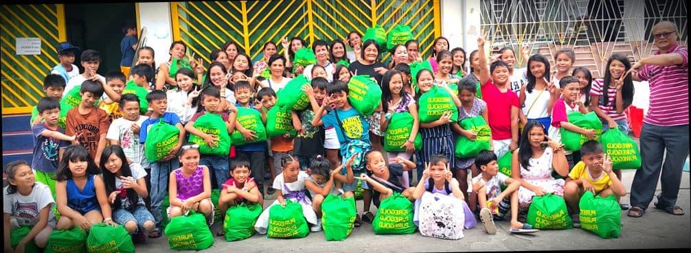 Сигапурские школьники на открытом уроке