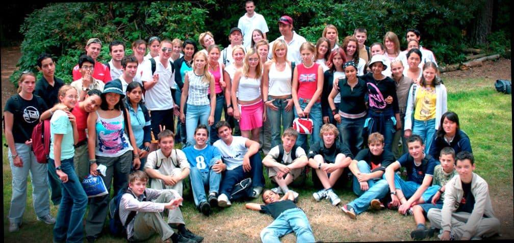 Английские школьники на пикнике с учителями