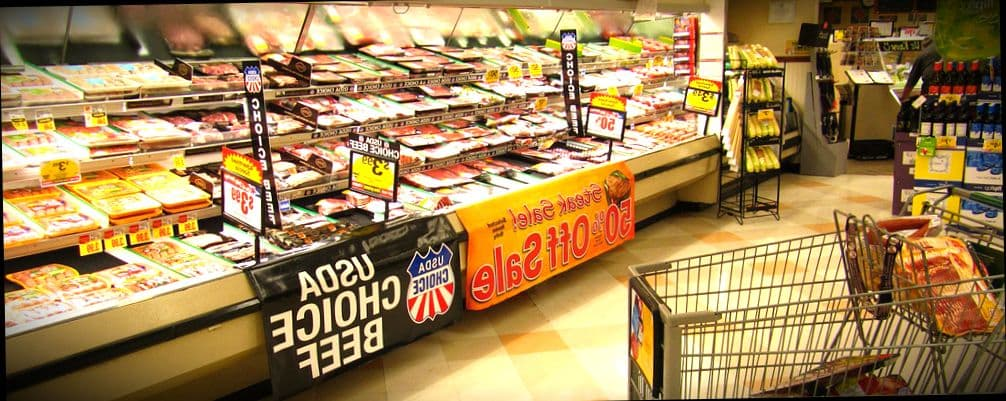Большой выбор еды для студентов на любой кошелек в местных супермаркетов