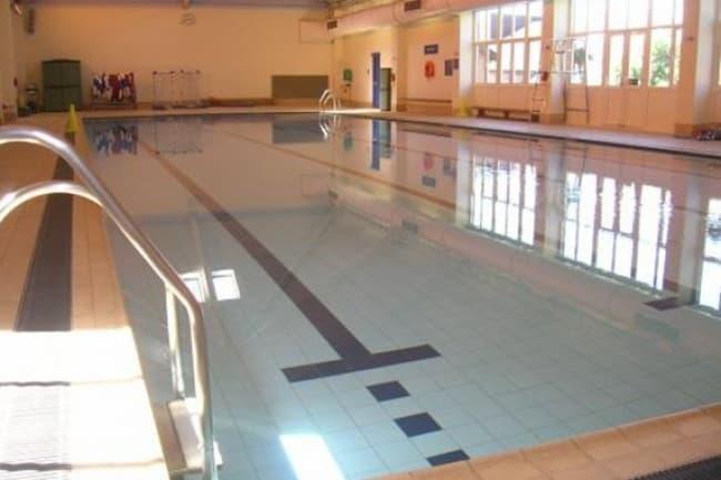Бассейн в Badminton School