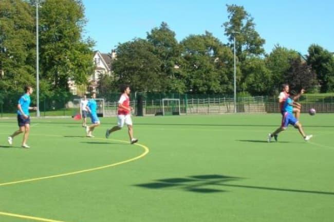 Футбол и занятия спортом в школе OISE