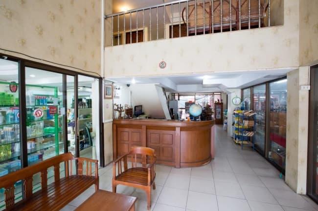 Холл отеля школы Patong Language School