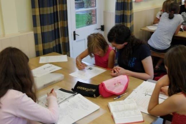 Студенты в школе oise ньюбери