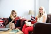 Летние, весенние и осенние каникулы в Великобритании с изучением английского языка в школе TLC для школьников от 7 лет фото