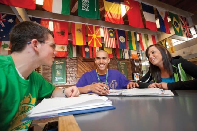 Английский язык вместе с Партнерством ведущих британских университетов INTO
