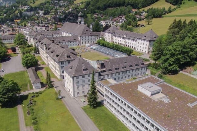 Вид на школу Alpadia в Энгельберге