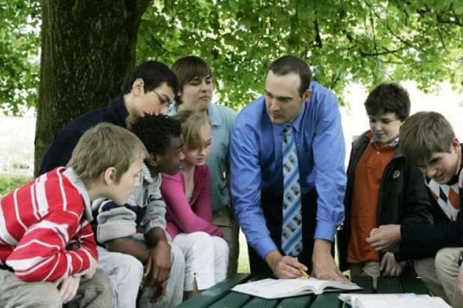 The American International School среднее образование