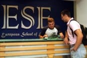 Английский язык на Мальте в школе ESE краткосрочные курсы круглый год для взрослых от 17 лет фото