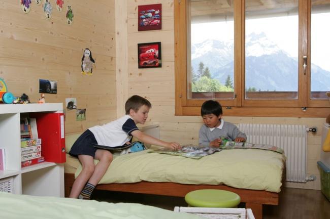 Студенты Pre Fleuri в комнате