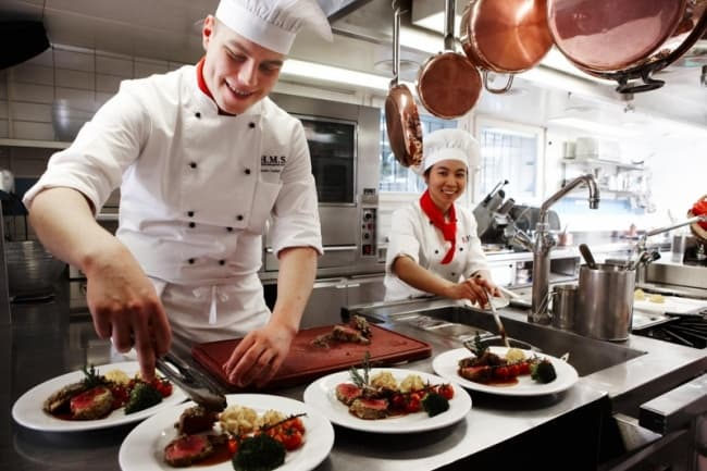 Business & Hotel Management School (BHMS) в Швейцарии