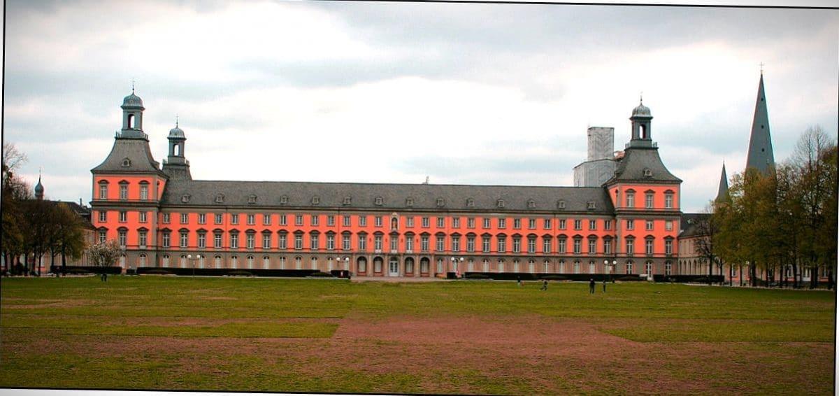 Университет.