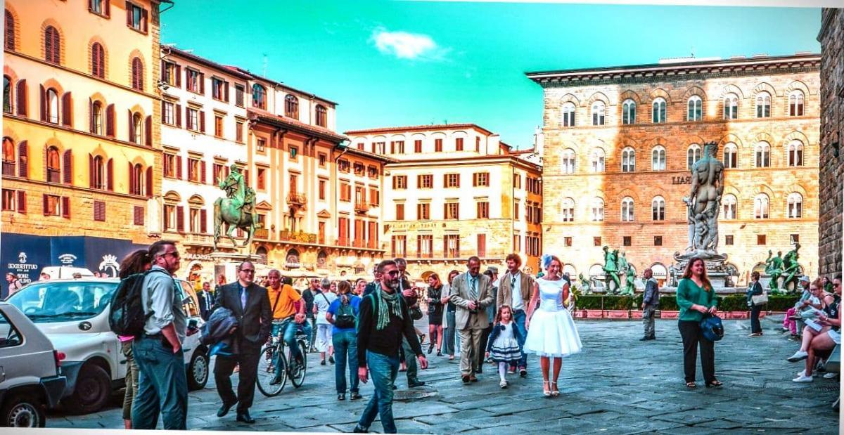 Люди на улицах Флоренции.
